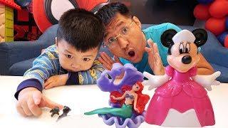 TRÒ CHƠI TÌM TRỨNG KINDER JOY TRONG NHÀ ♥ Bé Bắp –CreativeKids ♥ Kinder joy surprise eggs for kids