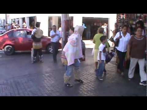 Tradicciones de Sinaloa matachines en el centro de culiacan semana santa 2013 video 1