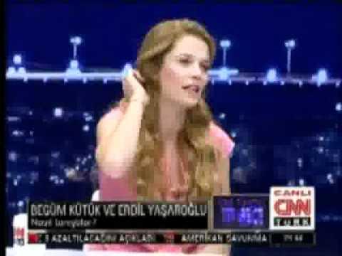 Begüm Kütük ve Erdil Yaşaroğlu (Saba Tümer)