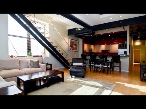 West Loop Penthouse Duplex Offers Skyline Views video
