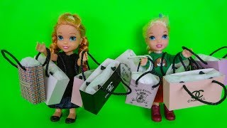 Elsa and Anna toddlers go shopping at the boutique