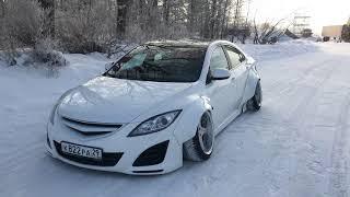 Снег хрустит. Mazda лежит.