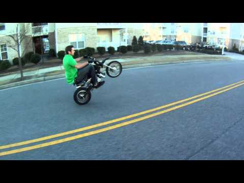 Craigs 110cc Pit Bike Wheelies!