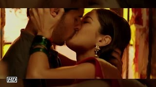 Sidharth Malhotra And Katrina's Passionate Kiss | Baar Baar Dekho TRAILER LAUNCH