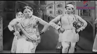 Chudi Mai Laya Anmol Re - Devika Rani, Ashok Kumar - ACHHUT  KANYA - Ashok Kumar, Devika