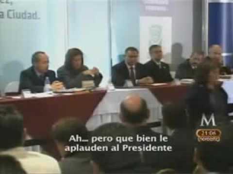 AQUI NO ERES BIENVENIDO!! LE DICE  A CALDERON MADRE DE ESTUDIANTES MASACRADOS