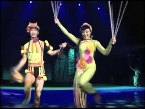 The National Acrobats of the People's Republic of China - CIRQUE PEKING
