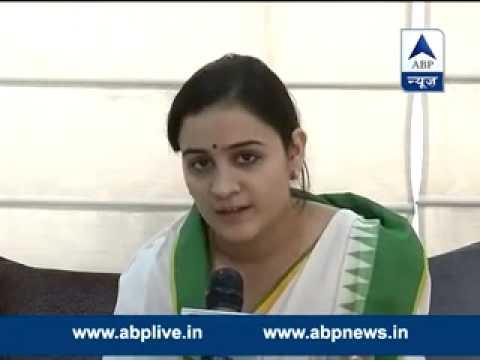 Mulayam Singh's younger daughter-in-law sings Modi's praises