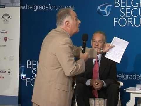 Ruski ambasador u Beogradu Aleksandar Konuzin danas je delio lekcije svim u�esnicima Beogradskog bezbednosnog foruma kako nisu dovoljno veliki Srbi, ponašaju�i se kao pijani Rus, a ne ...