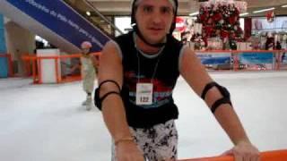 Leo Asfor patinando