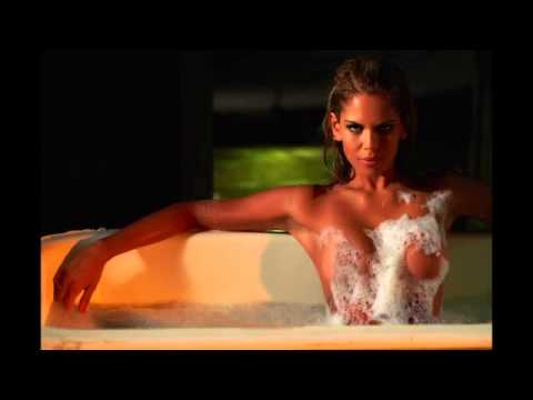 Liam McIntyre,Renee O'Conner,Lesley Ann Brandt,Ellen Hollman,Simon Merrells etc IN THE TUB-TJ Scott
