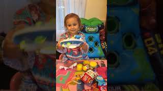 RYANS WORLD GIANT MYSTERY EGG TOY REVIEW