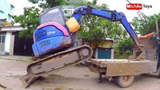 Amazing Video! Mini Excavator Climbing Down Truck By Experience Driver