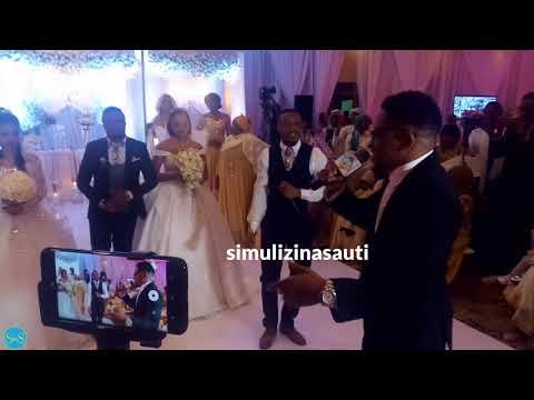 (3.55 MB) Mwana FA akitumbuiza na Alikiba kwenye harusi yake