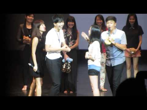 2013.9.7 Lee Seung Gi In Singapore..palm-to-palm Pushing Game video