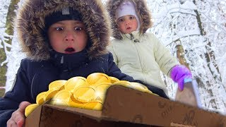Нашли КЛАД! ЗАБЛУДИЛИСЬ в лесу НЕ ЗНАЕМ как ВЫБРАТЬСЯ Видео для детей Kids Children