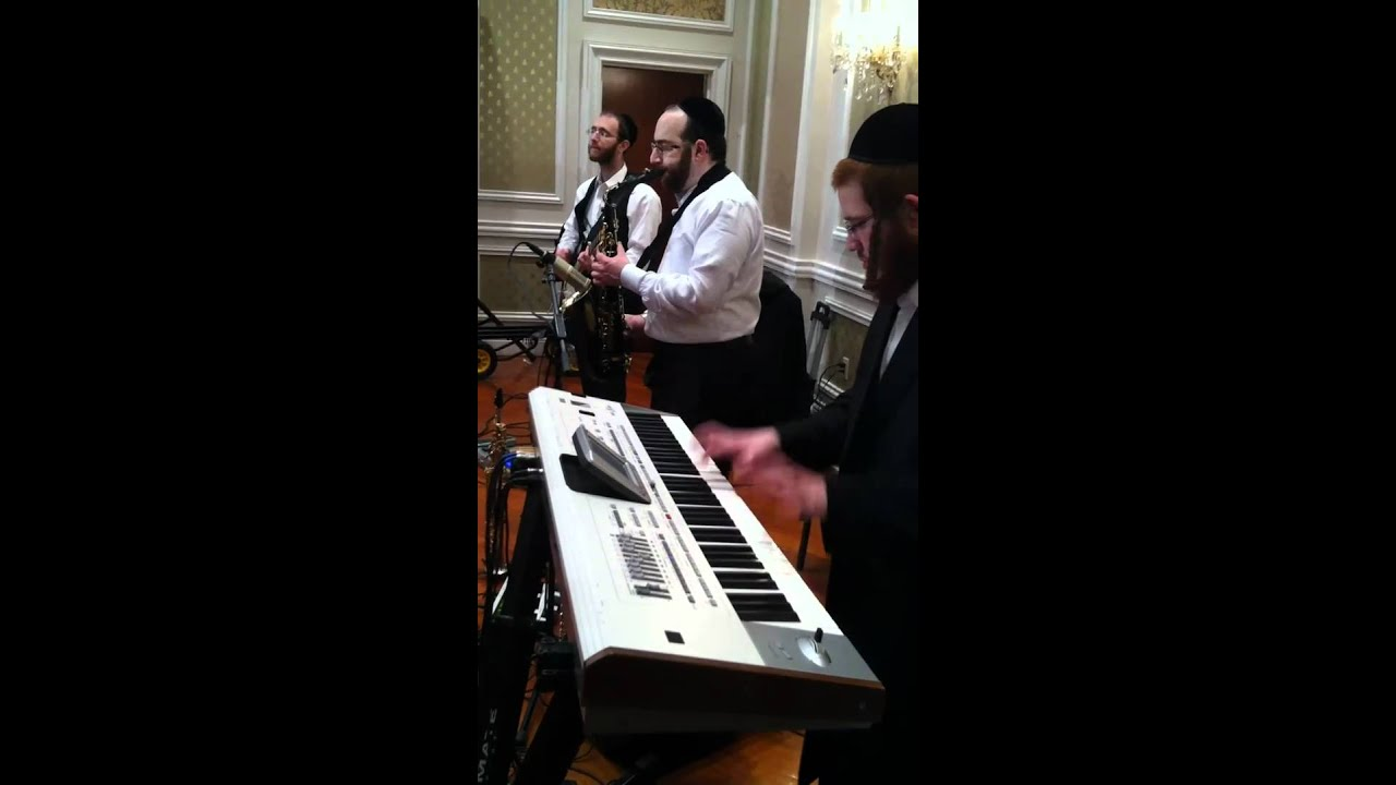 Michoel Schnitzler Rocking the House with Avrumi Berko Tzvi ...