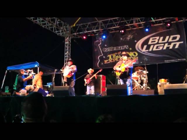David & Joe Farias live @ Tejano Explosion 2011-Dos Corazones Errantes-San Antonio, TX