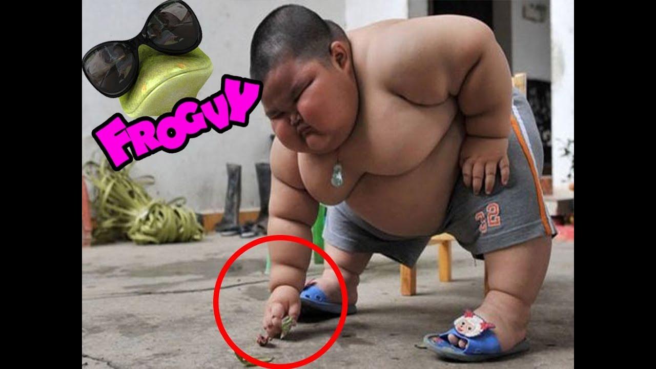 Hombres gordos recibiendo una mamada