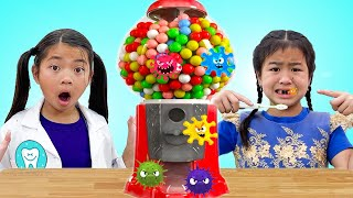 Emma Jannie and Liam Plays with Sweets & Colorful Gumball Machine Toys for Kids