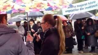 Sindicatele din educație protestează la Guvern și pe ploaie