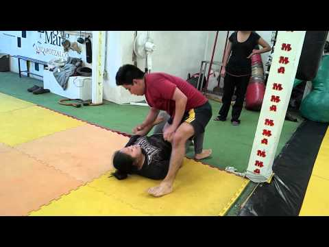 Girl beat a big man in jiu jitsu sparring(3)