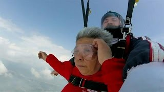 70-year-old skydiver becomes internet heroine in China