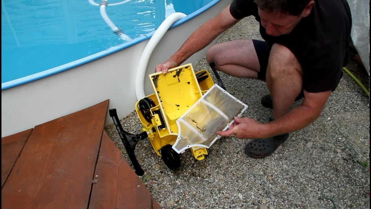 Intex automatic pool cleaner youtube for Automatic pool cleaner reviews 2014