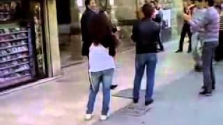 فتاة سورية ترقص فى الشارع بطريقة جنونية تاييدا لبشار