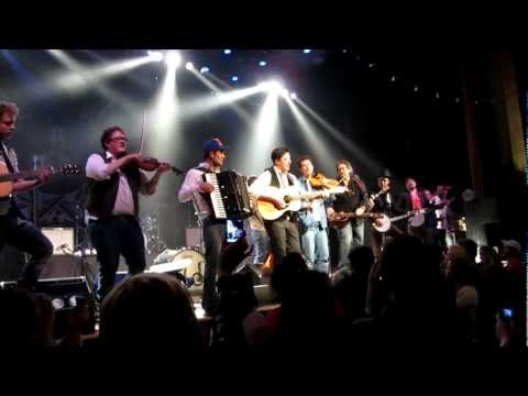 Mumford&Sons ft. Dawes&Jerry Douglas - Wagon Wheel [HD] 3/8/12