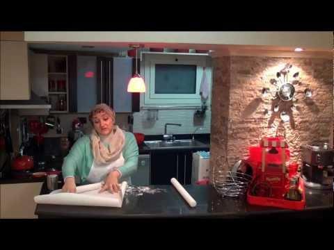 فرد وتلوين عجينة السكر (الفوندانت) من بيكاهوليكس Music Videos
