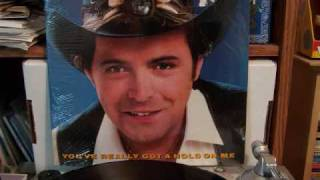 Mickey Gilley - You Look So Good In Love