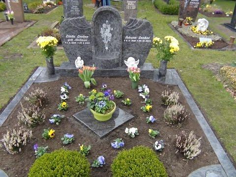 Германия. Вот дожили,на кладбище воруют цветы
