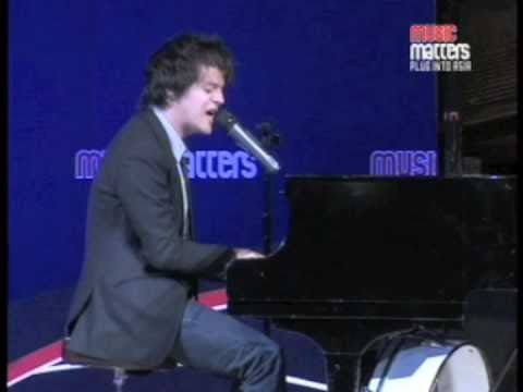 Jamie Cullum - The Singin' Umbrella mashup live at Music Matters 2009