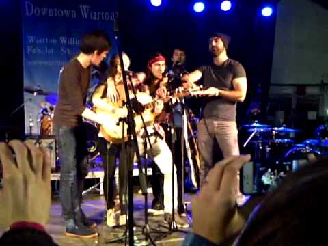 Somebody That I Used To Know - Walk Off the Earth (Live - Wiarton Willie Festival) Music Videos
