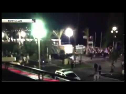 ТЕРАКТ В НИЦЦЕ! Грузовик делал зигзаги, чтобы задавить как можно больше –  атакА в Ницце. 14.07.2016