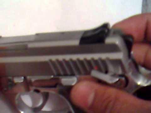 A Pistola dispara somente se acionar o gatilho?