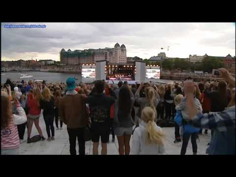 Justin Bieber - Live In Oslo The 30th Of May Singing (baby, Baby) + Norwegian Fans video