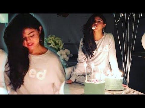 Selena Gomez Celebró Cumpleaños con Piyamada y Pasteles!