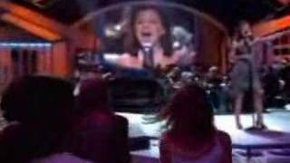 Watch Kelly Clarkson Stuff Like That There video