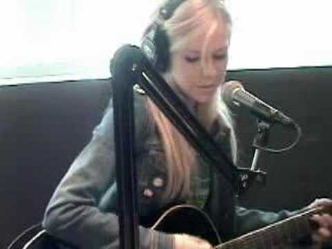 Avril Lavigne - Nobody's Home (live Acoustic Version) video
