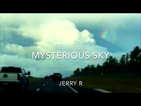 Man records perplexing cloud while driving | 1% Crescent Moon - Venus - Jupiter