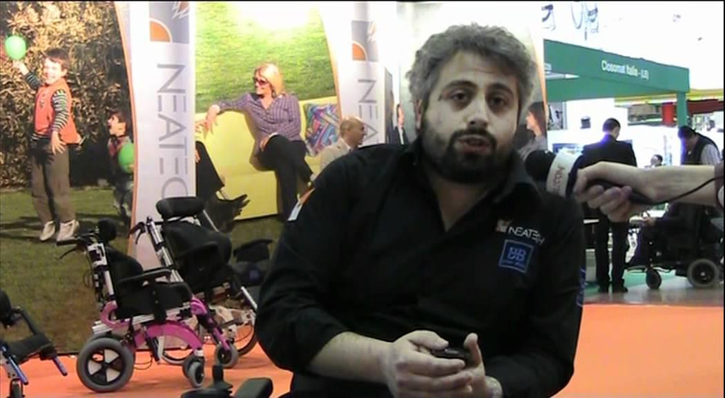 Exposanita 39 2012 neatech presenta la carrozzina for Sedia elettrica youtube