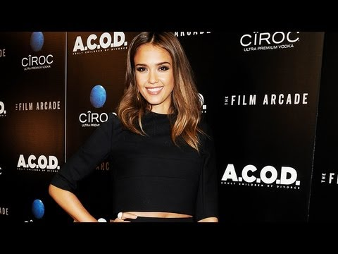 Jessica Alba Teaches Us How to Wear a Crop Top | Fashion Flash