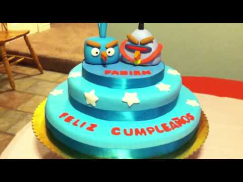 Pastel de fondant de angry bird in space