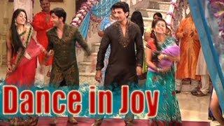 Sasural Simar Ka - Simar and Entire Family Dance in Joy