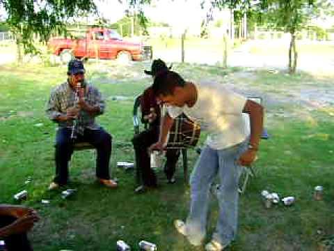 EL CHUY Y SUS PASOS MATONES...HUALAHUISES