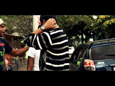 Willy Mento Ft Pedro El Arquiteto - Poli Y El Delincuente (Video Official).