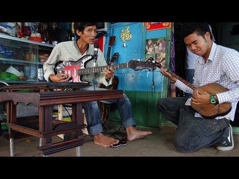 Vietnamese Music. Traditional Blues on a House in the River. Can Tho 2014.