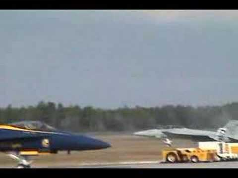 F18 Super Hornet runway wipeout Video